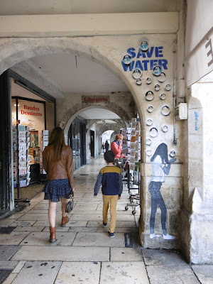Save water à la Rochelle, malooka