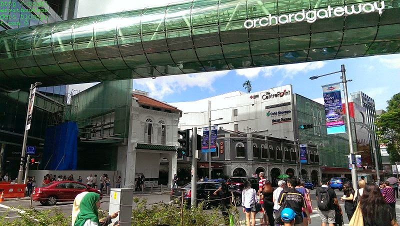 The Tube that connects the 2 Orchard Gateway malls, Orchard Road, Singapore
