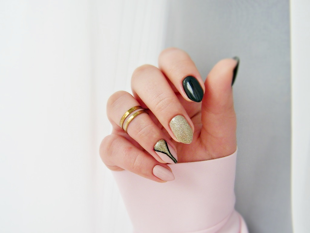 MANICURE | Propozycja na karnawałowe paznokcie | Semilac - Black Diamond, Frappe | Neess - Aleja Gwiazd