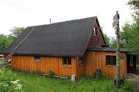 Chatka na Potrójnej (875 m n.p.m.).
