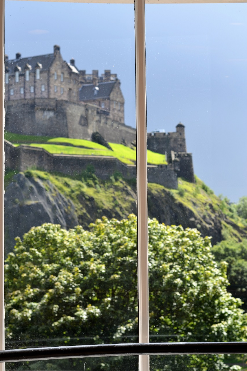 Edinburgh: Waterstones bookshop & Calton Hill · Lisa Hjalt