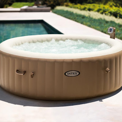 This Portable Inflatable Hot Tub Sets Up In Just 20 Minutes And Has ...
