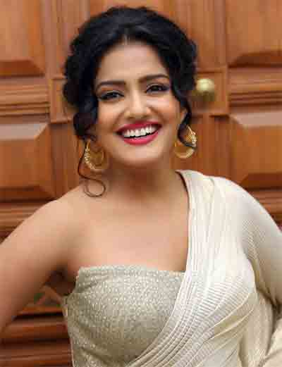 Vishakha Singh Profile Biodata Biography wiki Age Affairs Height Weight Husband Family Photos