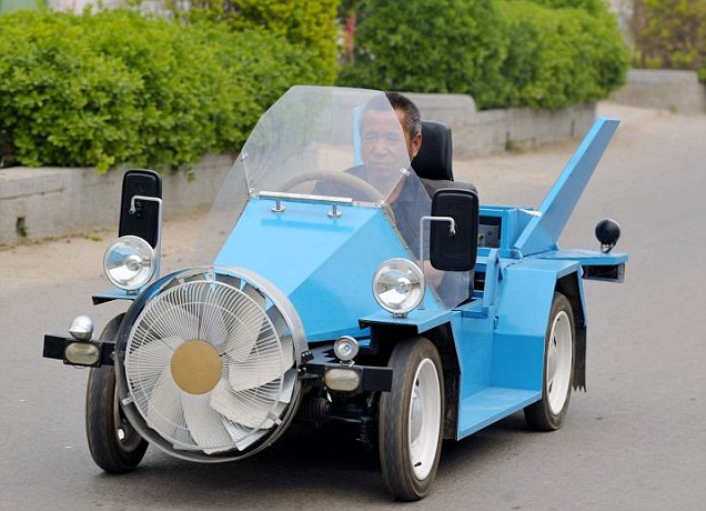 مزارع صيني يصنع سيارة تعمل بطاقة الرياح article-133484922336