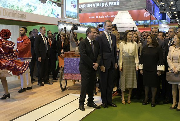 Queen Letizia wore Massimo Dutti pointed check wool skirt, and Magrit pumps, she carried Hugo Boss clutch
