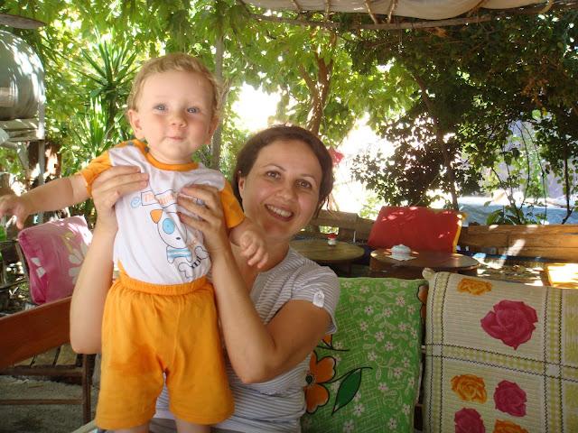 Antalya Çıralı civarındaki Yörük çadırlarında gözleme yerken
