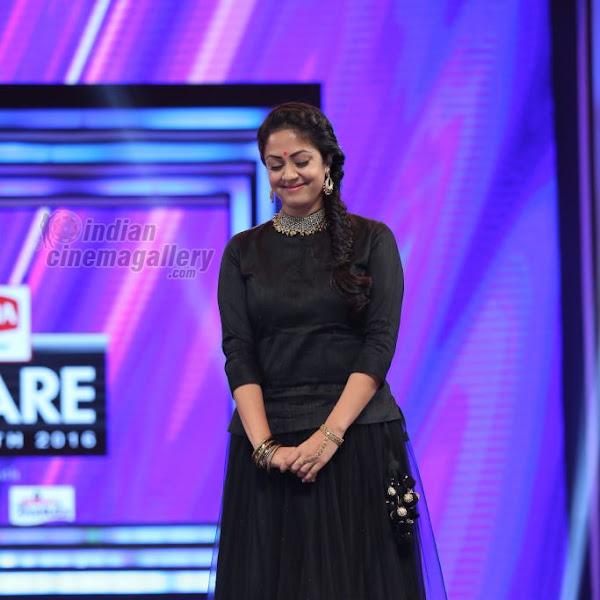 Jyothika latest photos from 63rd South Filmfare Awards 2016