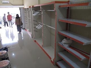 Produksi Etalase Untuk Interior Toko Pakaian Hijab - Furniture Semarang