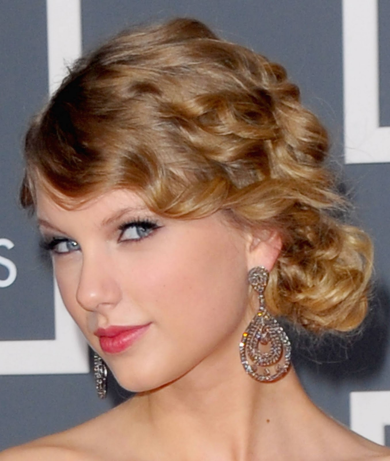10 Female Celebrity Taylor Swift Stunning Hairstyles