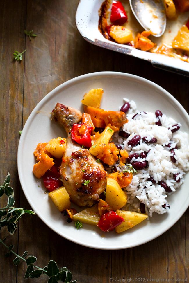 kurczak jerk pieczony z ananasem, papryką i batatami