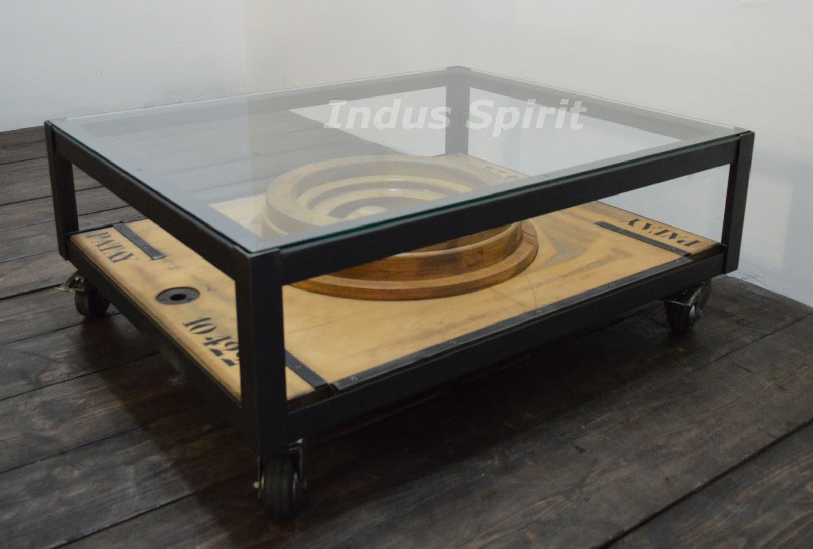 table basse esprit industriel. Black Bedroom Furniture Sets. Home Design Ideas