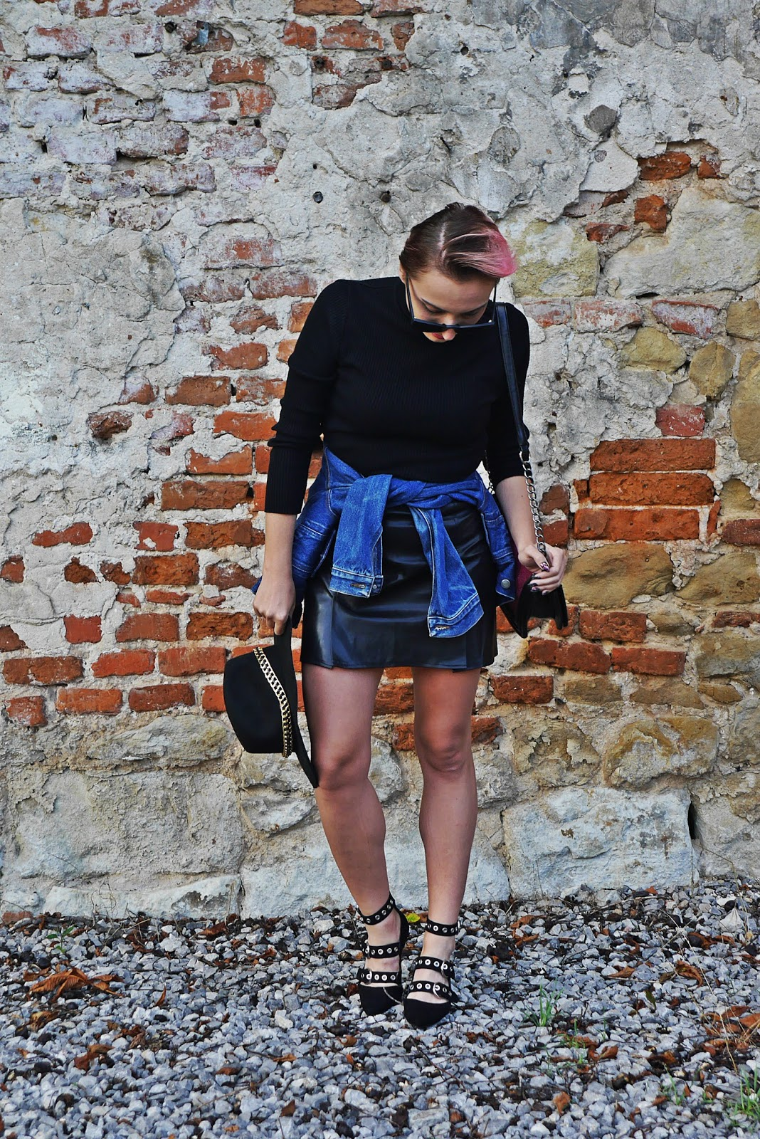 7_black_turtle_neck_leather_skirt_denim_jacket_karyn_blog_modowy_210817a