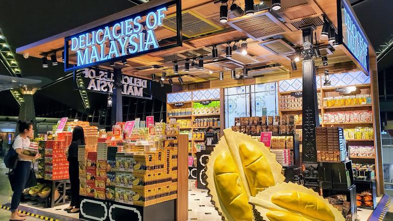 在馬來西亞吉隆坡 (Kuala Lumpur) 轉機,入境兩小時採買是另外的冒險故事