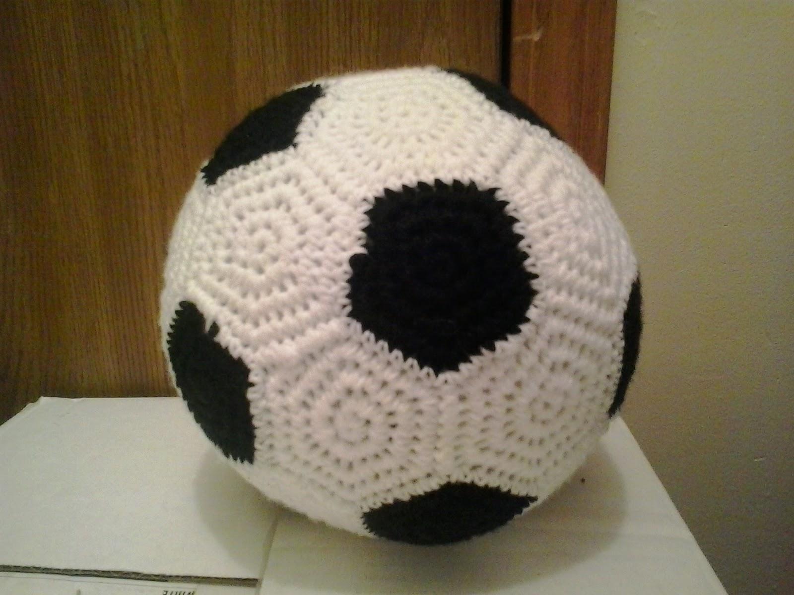 Crochet Fanatic: FULL-SIZED SOCCER BALL
