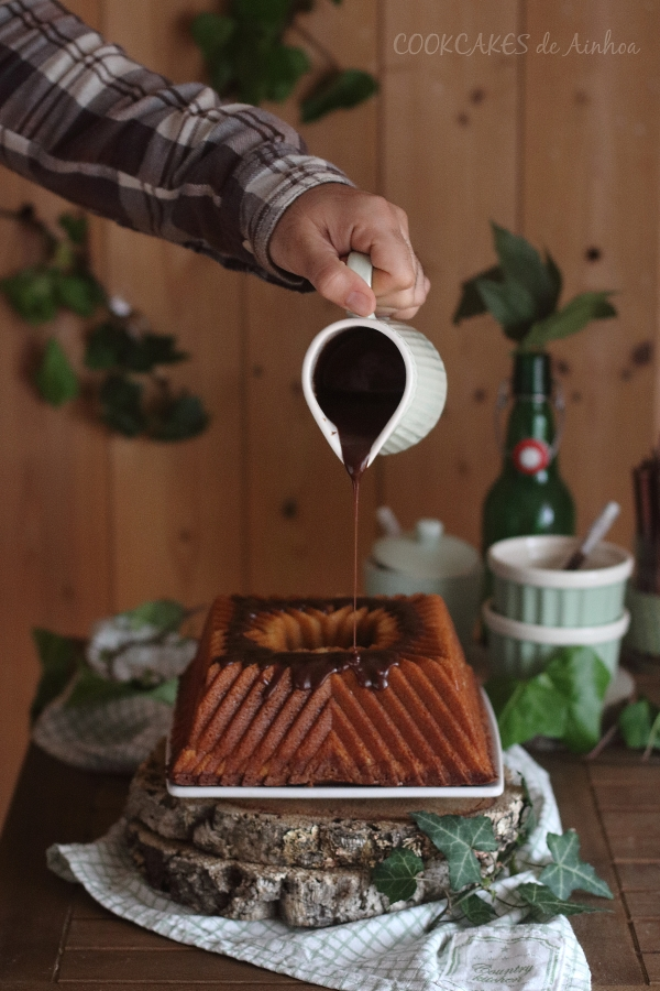 Bundt Cake de nocilla blanca y negra. Bizcocho marmolado. Cookcakes de Ainhoa