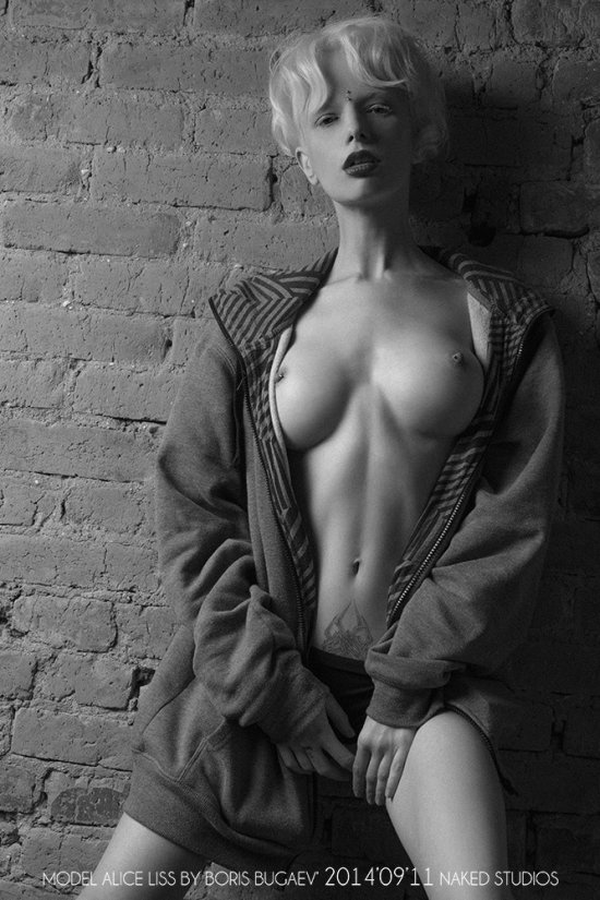 Boris Bugaev Alice Liss modelo fotografia albina pele clara cabelo branco mulheres peitos sensual provocante