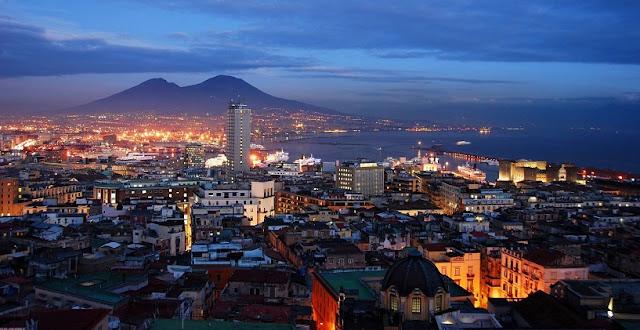 Pontos turísticos em Nápoles