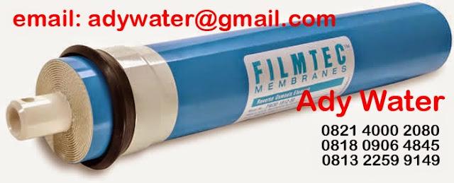 Membran RO atau biasa disebut Membran Reverse Osmosis adalah membran yang terbuat dari selaput semipermeable yang dapat diisi ulang yang berfungsi untuk menyaring atau memfilter air dari kandungan logam, virus atau bakteri sehingga menghasilkan air murni bebas dari pencemaran.