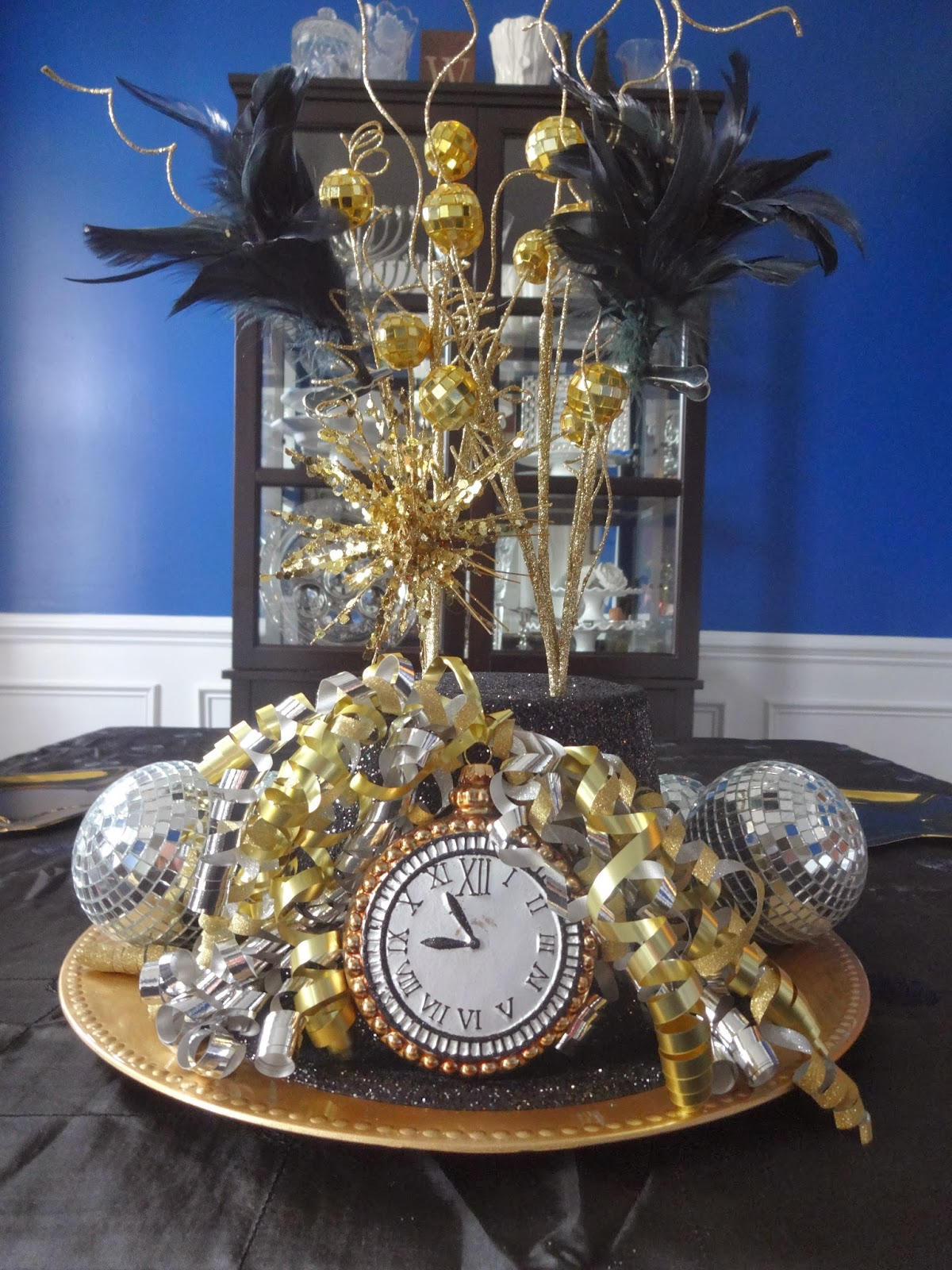 Raising them UP right!: New Years Eve Decor