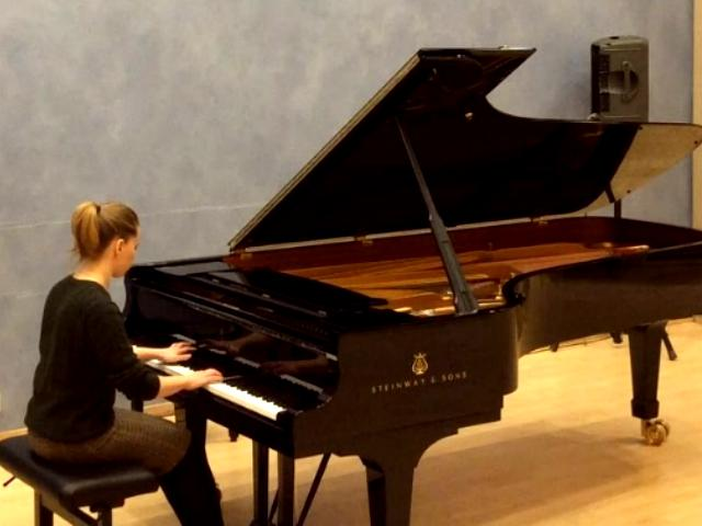 Belajar Alat Musik Piano Untuk Anak Kenapa Tidak?
