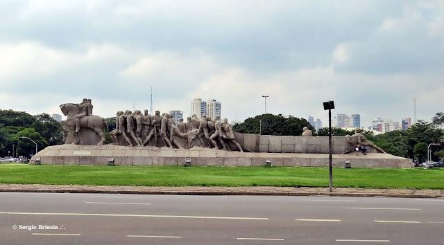 Vista ampla do Monumento às Bandeiras - Vila Mariana - São Paulo