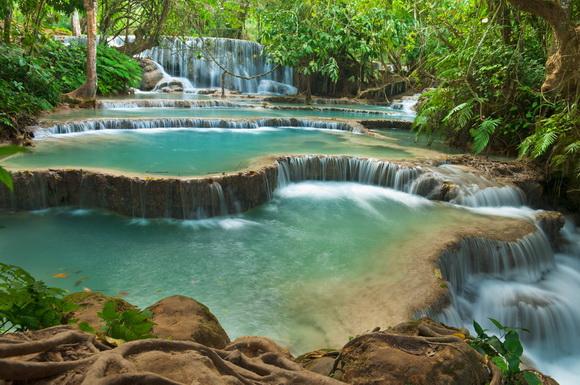 Piscinas con cascada interesting foto with piscinas con for Cataratas para piscinas