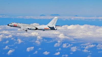 Bombardero chino Xian H-6K.