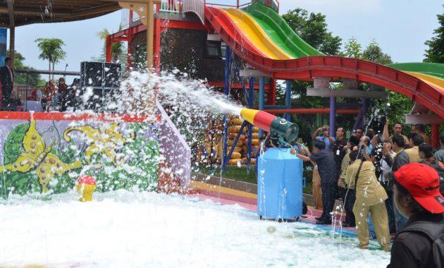 kolam renang Dynasty Water World Manyar Gresik