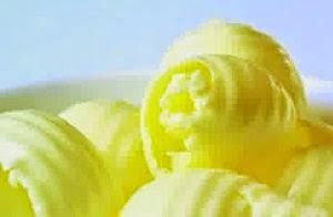 Cara memerahkan bibir dengan mentega