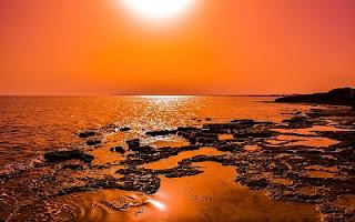 Cielo al tramonto e mare