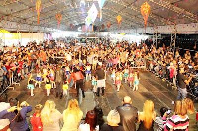 Milhares de pessoas acompanharam os shows e as atrações do Ilha Julina 2017