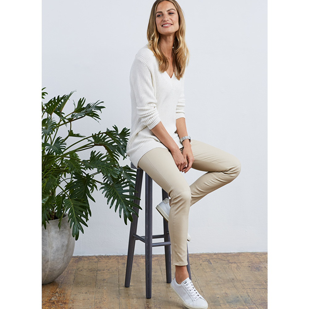 f1ea868f94ac8 Look how easy it is to style leather leggings casually. But then so easy to  change the top and shoes for an evening look.
