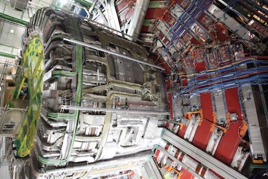 Observación del acoplamiento directo del bosón de Higgs al quark top