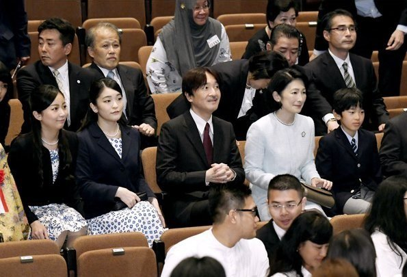 Prince and Princess Akishino and their children Princess Kako, Princess Mako and Prince Hisahito