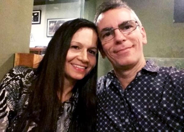 Homem brasileiro de 50 anos conheceu a sua cara metade em um site de relacionamento seguro