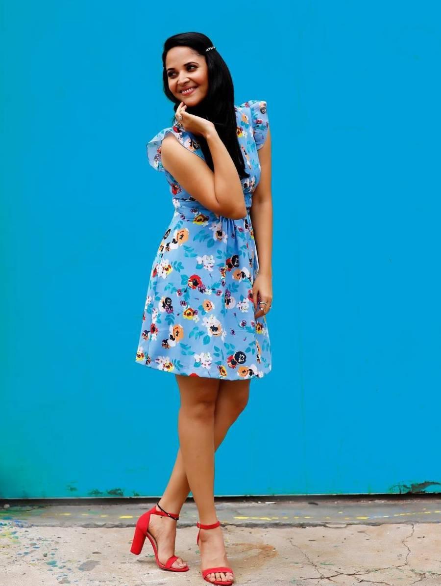 South Indian TV Actress Anasuya Long Legs In Blue Skirt