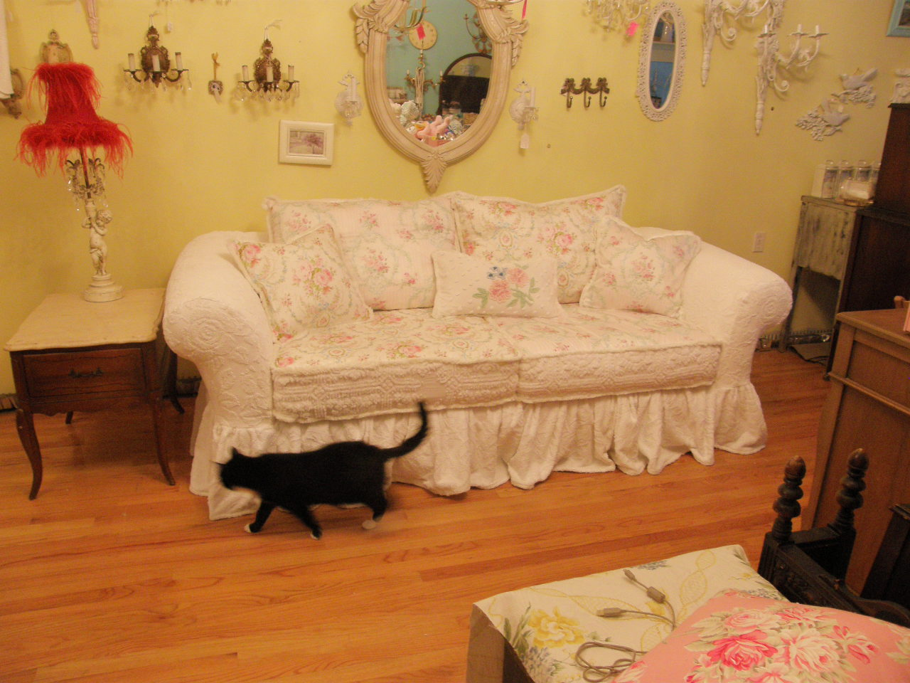 Vintage Chic Furniture Schenectady NY: OMG! My New Sofa