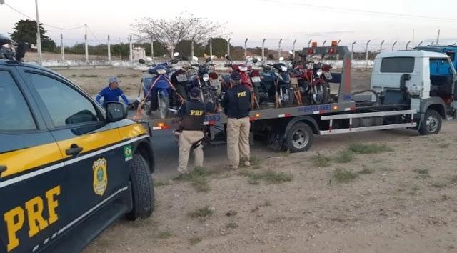 Operação da PRF na BR-405, entre os municípios de Mossoró e Pau dos Ferros apreendem 55 motocicletas.