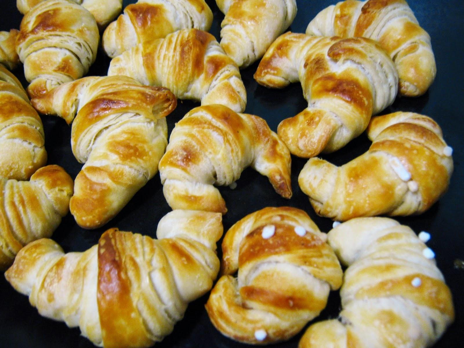 una teglia di panini sfogliati  turchi, Katmer pogaca già cotti