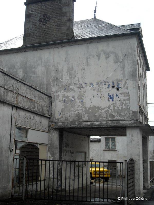 Les murs peints s 39 affichent for Garage paris normandie flers