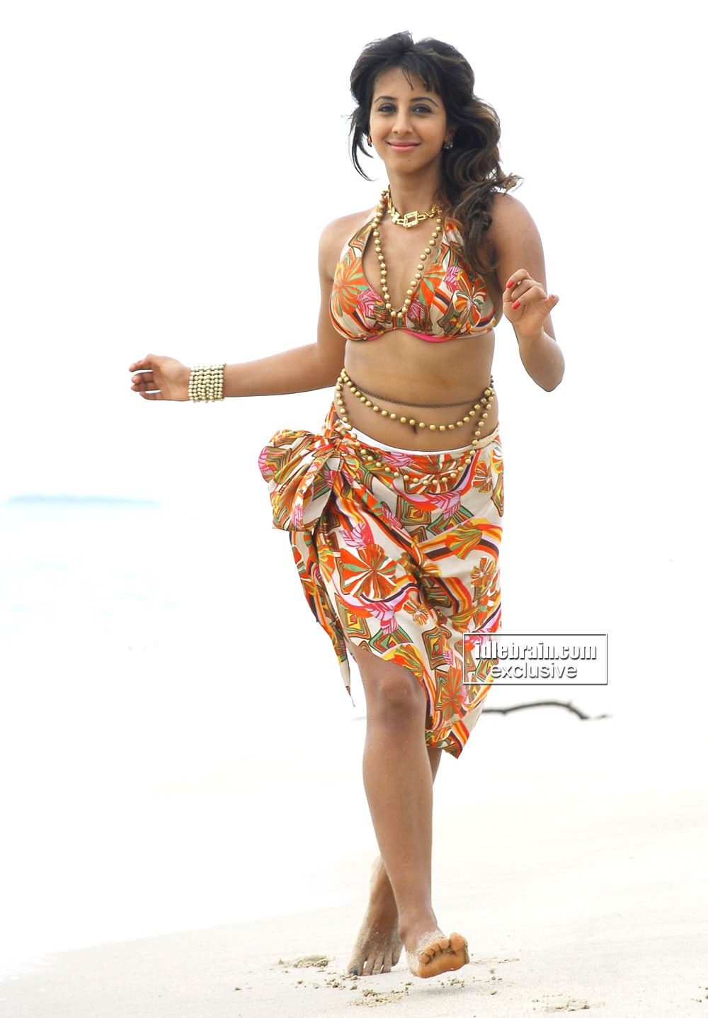 Sanjana sizzling at beach