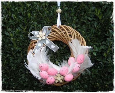 Wielkanocne dekoracje i życzenia.