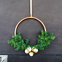 http://www.ohohdeco.com/2015/12/christmas-wreath.html