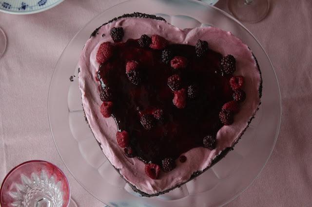 Wir sind verlobt: Beerige Torte |https://kuechenliebelei.blogspot.com/2017/09/verliebt-verlobte-beerentorte.html