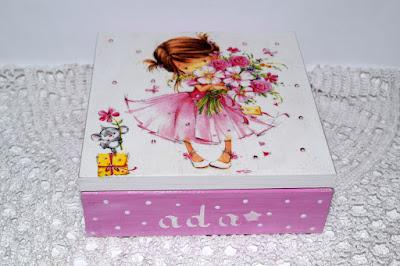 Drewniana szkatułka dziecięca decoupage oraz scrapbookowa kartka na roczek.