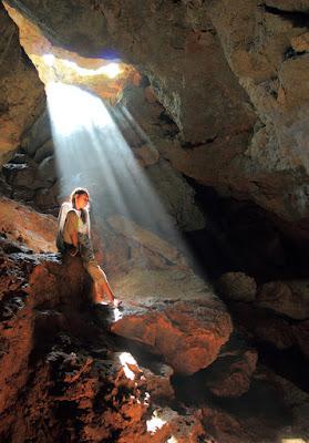 Shiva di depan mulut gua Kristal Kupang