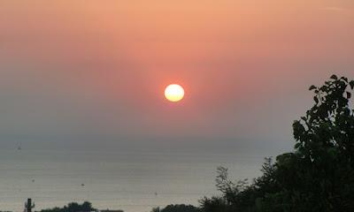красивый восход солнца море