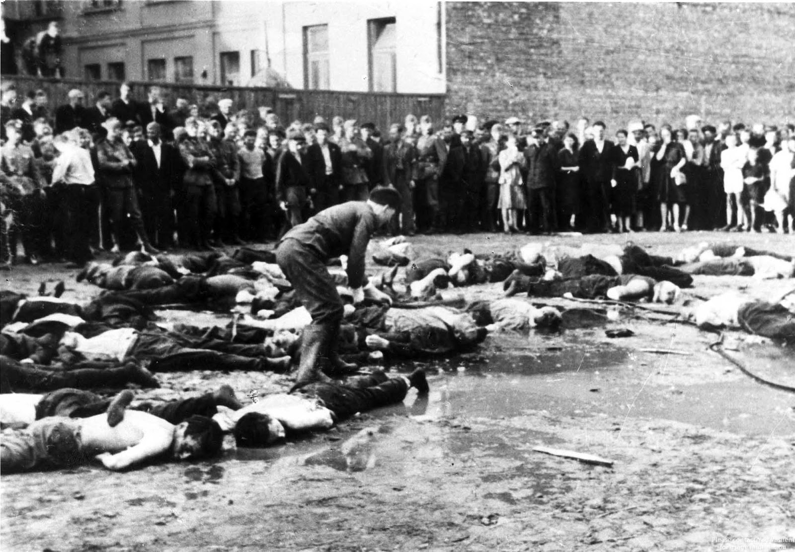 Lithuanian nationalists clubbing Jewish Lithuanians to death. Kovno (Kaunas), Lithuania, June 27, 1941.