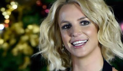 Biografi Britney Spears        Biodata   Nama lahir : Britney Jean Spears  Lahir : 2 Desember 1981 (umur 28) McComb, Mississippi, Amerika Serikat  Asal : Kentwood, Louisiana, Amerika Serikat  Genre : Pop  Pekerjaan : Penyanyi  Penari : Penulis lagu  Aktris : Penulis  Pianis : Sutradara  Instrumen : Vokal & Piano   Tahun aktif : 1993-Sekarang  Perusahaan rekaman : Sony (1997–1998)  Jive / Zomba : (1998–sekarang)  Terkait Dengan : The New Mickey Mouse Club Innosense   Situs web : www.britneyspears.com  www.britney.com   Biografi   Britney Spears lahir di McComb, Mississippi, dan dibesarkan di Kentwood, Louisiana sebagai Baptis Selatan. Orangtuanya Lynne Irene (née Bridges), seorang mantan guru sekolah dasar, dan Jamie Parnell Spears, seorang kontraktor bangunan. Spears Bryan saudara bekerja sebagai manajer untuk kepentingan keluarga Spears dan adiknya Jamie Lynn adalah seorang aktris dan penyanyi. Neneknya ibu Lillian Woolmore adalah perang pengantin-Inggris, lahir di Tottenham, London yang bertemu kakek Spears Barnett O'Field Jembatan di Inggris selama Perang Dunia II. kakek dari pihak ayahnya adalah Juni Austin Spears dan Emma Jean Forbes. Spears adalah seorang pesenam dicapai, menghadiri kelas senam sampai usia sembilan dan bersaing di kompetisi tingkat negara bagian. Dia dilakukan di revues tari lokal dan bernyanyi di