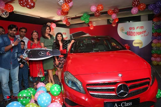 Raashi Khanna at Mirchi 95 Suno Mercedes Jeeto Contest Stills  0031